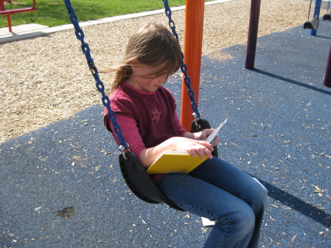 reading swing homeschoolbytes School at the Park   Ideas to Make Homeschooling Fun